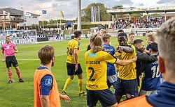 En vred Brandon Onkony (Hobro IK) holdes tilbage af Simon Jakobsen under kampen i 3F Superligaen mellem Lyngby Boldklub og Hobro IK den 20. juli 2020 på Lyngby Stadion (Foto: Claus Birch).