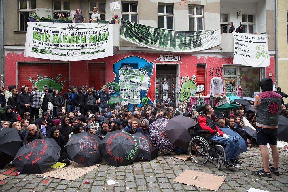 Berlin, Germany - 29.06.2017<br /> <br /> Police evict the left neighbourhood center Friedel54 in Berlin-Neukoelln. Hundreds of people tried to prevent the eviction by sitting in blockades. In addition, the project was barricaded. <br /> <br /> Polizei raeumt den linken Kiezladen Friedel54 in Berlin-Neukoelln. Hunderte Personen versuchten mit Sitzblockaden die Raeumung zu verhindern. Zudem wurde das Projekt verbarrikadiert. <br /> <br /> Photo: Bjoern Kietzmann