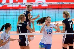 28-09-2015 NED: Volleyball European Championship Polen - Slovenie, Apeldoorn<br /> Polen wint met 3-0 van Slovenie / Valentina Zaloznik #19