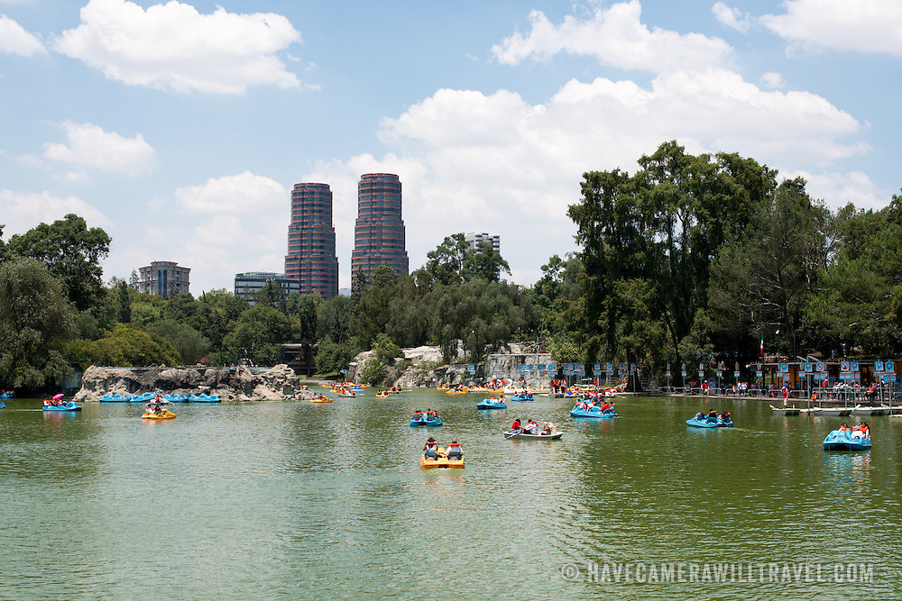 in Basque de Chapultepec, a large and popular public park in the center of Mexico City.