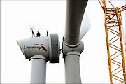 Nederland, Ressen, 1-9-2016Een van vijf nieuwe windmolens van de coöperatie Windpower Nijmegen. Ze gaan een windpark realiseren in Nijmegen-Noord, langs de snelweg A15. Leden kunnen meebeslissen binnen de coöperatie en investeren in het windpark. Daarnaast kunnen leden 100% groene stroom afnemen. Naar verwachting gaat het windpark energie opleveren voor 8.900 huishoudens. WindpowerNijmegen is een cooperatie, met leden uit Nijmegen en Overbetuwe, maar ook daarbuiten. Een belangrijk doel van de coöperatie is om met zoveel mogelijk leden eigenaar te worden van Windpark Nijmegen-Betuwe.FOTO: FLIP FRANSSEN