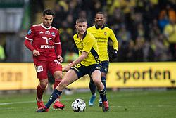Morten Frendrup (Brøndby IF) presses af Rezan Corlu (Lyngby BK) under kampen i 3F Superligaen mellem Brøndby IF og Lyngby Boldklub den 1. marts 2020 på Brøndby Stadion (Foto: Claus Birch).