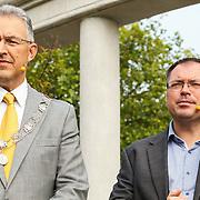 NLD/Rotterdam/20150626 - Paul de Leeuw opent nieuwe leeuwenverblijf Diergaarde Blijdorp, Burgemeester Aboutaleb en directeur Marc Damen