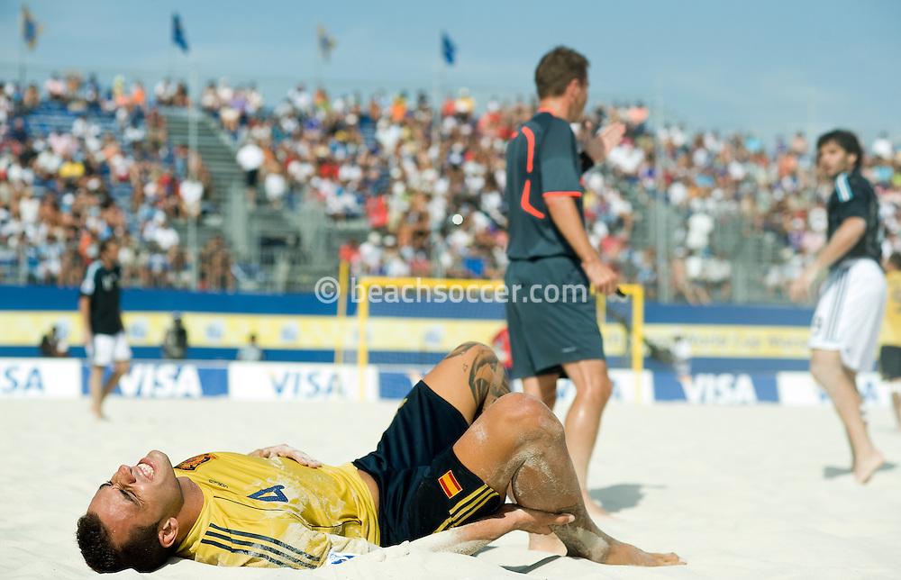 MARSEILLE, FRANCE- JULY 24: Fifa Beach Soccer World Cup Marseiile 2008. Spain - Argentina  (Photo by Manuel Queimadelos)