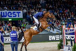 WEISHAUPT Philipp (GER), Che Fantastica<br /> Stuttgart - German Masters 2019<br /> Stechen<br /> LONGINES FEI Jumping World Cup™ 2019/2020<br /> Großer Preis von Stuttgart mit Mercedes-Benz, WALTER solar und BW-Bank<br /> Int. Springprüfung mit Stechen - CSI5*-W<br /> Qualifikation zum Weltcup Finale<br /> 17. November 2019<br /> © www.sportfotos-lafrentz.de/Stefan Lafrentz