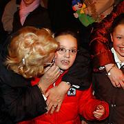 Russisch Kerstcircus 2003, Ria Hoogenwegen - Lubbers, kleinkinderen Willemijn + Emily