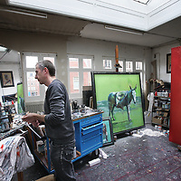 Nederland, Amsterdam , 7 februari 2013..De beeldend kunstenaar Sam Drukker in zijn atelier..Dutch painter and visual artist Sam Drukker in his workshop between his paintings.