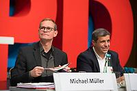 DEU, Deutschland, Germany, Berlin, 17.11.2018: Michael Müller, SPD-Landesvorsitzender und Regierender Bürgermeister von Berlin, und SPD-Fraktionschef Raed Saleh beim Landesparteitag der Berliner SPD im Hotel Maritim.