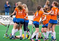 BLOEMENDAAL - hockey - Competitie Landelijk meisjes : Bloemendaal MB1-Den Bosch MB1 (1-1). Vreugde bij Bloemendaal na het doelpunt.   COPYRIGHT KOEN SUYK