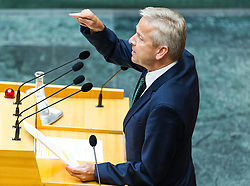 17.07.2015, Parlament, Wien, AUT, Parlament, Nationalratssitzung, Sondersitzung des Nationalrates zur Genehmigung weiterer Finazhilfen für Griechenland. im Bild ÖVP Klubobmann Reinhold Lopatka // Leader of the Parliamentary Group OeVP Reinhold Lopatka during meeting of the National Council of austria according to crisis in greece at austrian parliament in Vienna, Austria on 2015/07/17, EXPA Pictures © 2015, PhotoCredit: EXPA/ Michael Gruber