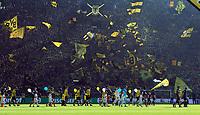 Fotball<br /> Tyskland<br /> 04.10.2014<br /> Foto: Witters/Digitalsport<br /> NORWAY ONLY<br /> <br /> Auflaufen der Teams im Signal Iduna Park, Gelbe Wand der Suedtribuene <br /> Fussball Bundesliga, Borussia Dortmund - Hamburger SV
