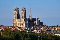 France, Region Centre-Val de Loire, Loiret (45), Orléans, la ville et la cathédrale Sainte-Croix // France, Loiret, Orleans, cityscape and Sainte-Croix cathedral