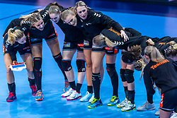 14-12-2018 FRA: Women European Handball Championships France - Netherlands, Paris<br /> Second semi final France - Netherlands / Line up yell Netherlands