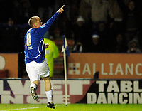 Photo: Daniel Hambury.<br />Leicester City v Crewe Alexander. Coca Cola Championship. 17/12/2005.<br />Leicester's Iain Hume celebrates the equaliser.