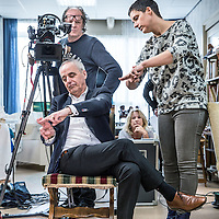 Nederland, Den Haag, 20 maart 2016.<br /> tv-opnames voor DementieTv in kamers die in jaren 50-stijl zijn ingericht (Herinneringsmuseum). DementieTv wil vanaf dit najaar dagvullende programma's verzorgen die zijn afgestemd op de verstandelijke en emotionele vermogens/behoeften van mensen met (vergevorderde) dementie.<br /> Op de foto: Nienke Fluitman instrueert haar vader Fons Fluitman met gebarentaal voor opnames.<br /> <br /> TV recordings for DementieTv in rooms decorated in 50 's style ( Memorial Museum). DementieTv will provide full-day programs this fall that are tailored to the intellectual and emotional capacities / needs of people with ( advanced ) dementia.<br /> On the photo: Nienke Fluitman instructs her father Fons Fluitman with sign language for recordings.<br /> <br /> Foto: Jean-Pierre Jans