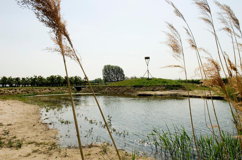 Nederland, numansdorp, 25 april  2007. .Landgoed de Acksteen..Nieuw landgoed..Foto (c) Michiel Wijnbergh