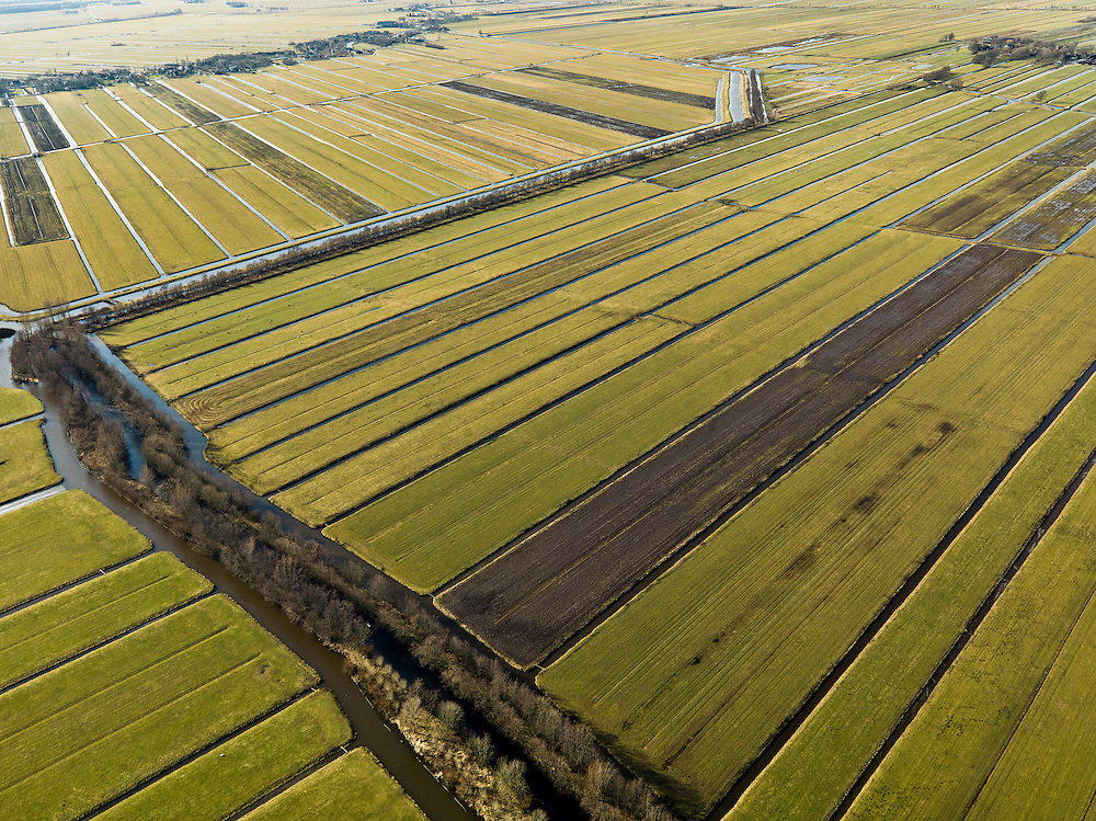 Nederland, Zuid-Holland, Gemeente Vlist, 20-02-2012; Krimpenerwaard met Polder Hoenkoop en Polder.Vlist-Oostzijde, aan de andere kant van de Lange Vliet. Het dorp Vlist aan de horizon. Kenmerkend voor de inrichting van de polder zijn de regelmatig gevormde ontginningsblokken, zogeheten cope-ontginningen..Krimpenerwaard with various polders. Characteristic for the 'design' of the polder are the regularly shaped reclamation blocks, known as cope reclamations. .luchtfoto (toeslag), aerial photo (additional fee required);.copyright foto/photo Siebe Swart.