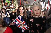 Royal Wedding Prince William Catherine Middleton Frog Rosbif Paris