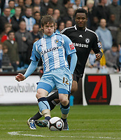 Photo: Steve Bond/Richard Lane Photography.<br /> Coventry City v Chelsea. FA Cup 6th Round. 07/03/2009. Aron Gunnarsson (front) pursued by Jon obi Mikel