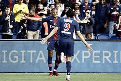 August 25, 2018 - Paris, France - Kylian Mbappe, Edinson Cavani during the French L1 football match Paris Saint-Germain (PSG) vs Angers (SCO), on August 25, 2018 at the Parc des Princes in Paris. (Credit Image: © Mehdi Taamallah/NurPhoto via ZUMA Press)