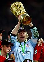 Oliver Kahn Bayern DFB Pokalsieger<br /> DFB-Pokal Finale Eintracht Frankfurt - FC Bayern Muenchen  Bayern München <br /> Norway only