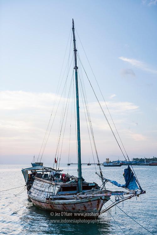 Sailing boat from Rote island at Wangi-Wangi, Wakatobi National Park, South East Sulawesi, Indonesia.<br /> <br /> Kapal pelaut dari Pulau Rote di Pulau Wangi-Wangi, Taman Nasional Wakatobi, Kepulauan Tukang Besi, Sulawesi Tenggara, Indonesia