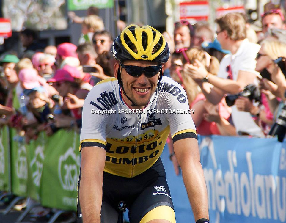 08-05-2016: Wielrennen: Giro: Arnhem <br /> ARNHEM (NED) wielrennen <br /> De tweede etappe van de voerde het peloton door de over Betuwe en de Liemers. Maarten Tjallingi