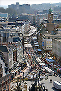 Nederland, Nijmegen, 22-4-2013Panorama van de stad aan de waal vanaf de St. Stevenskerk. Het is maandag, dus marktdag in de Burchtstraat..Foto: Flip Franssen/Hollandse Hoogte