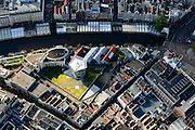 Nederland, Noord-Holland, Amsterdam, 27-09-2015; Binnenstad van Amsterdam, Singel ter hoogte van Bloemenmarkt met dak van Kalvertoren<br /> Roof of Kalvertoren Shopping center, Amsterdam City Centre.<br /> <br /> luchtfoto (toeslag op standard tarieven);<br /> aerial photo (additional fee required);<br /> copyright foto/photo Siebe Swart