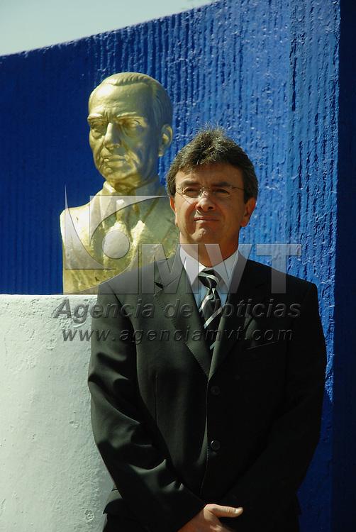 Toluca, Mex.- Juan Fernández Casas, durante la ceremonia conmemorativa del XXXVI aniversario de la muerte del lic. Juan Fernández Albarrán. Agencia MVT / José Hernández. (DIGITAL)<br /> <br /> <br /> <br /> NO ARCHIVAR - NO ARCHIVE