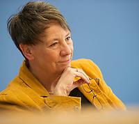 DEU, Deutschland, Germany, Berlin, 26.03.2014: <br />Bundesumweltministerin Dr. Barbara Hendricks (SPD) in der Bundespressekonferenz zur Lage der Natur.