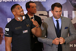 27 April 2017 - Boxing - Anthony Joshua v Wladimir Klitschko Press conference - Anthony Joshua gives a thumbs up alongside promoter Eddie Hearn - Photo: Marc Atkins / Offside.