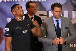 27 April 2017 - Boxing - Anthony Joshua v Wladimir Klitschko Press conference - Anthony Joshua gives a thumbs up alongside promoter Eddie Hearn - Photo: Marc Atkins / Offside.
