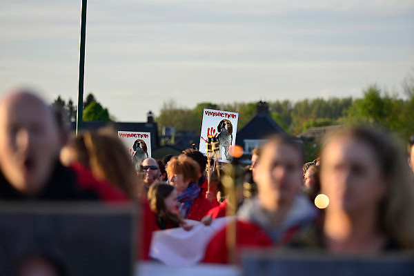 Nederland, Escharen, 9-4-2014De anti dierproeven coalitie, ADC, hield een demonstratie tegen een hondenfokker. Deze fokt en verkoopt zijn Beagles aan de dierproevensector.Foto: Flip Franssen/Hollandse Hoogte