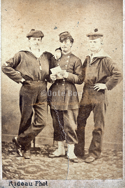 fading and damaged group portrait 1900s soldier buddies France