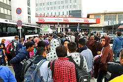 05.09.2015, Westbahnhof, Wien, AUT, Flüchtlinge auf den Weg durch die Staaten der EU, im Bild Flüchtlinge die mit Bussen gekommen sind // Immigrants from the Middle Eastern countries and Africa arrived at the Railway station in Vienna, Austria on 2015/09/05. EXPA Pictures © 2015, PhotoCredit: EXPA/ Sebastian Pucher