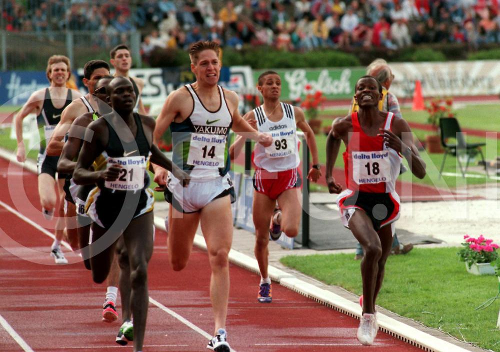 Hengelo 31-05-97.Atletiek Adriaan Paulen Memorial ..800 meter mannen links winnaar Vincent Malakwen(21) Marko Koers (14) werd derde. Robert Chirchir (18) werd nummer twee....fotografie frank uijlenbroek©