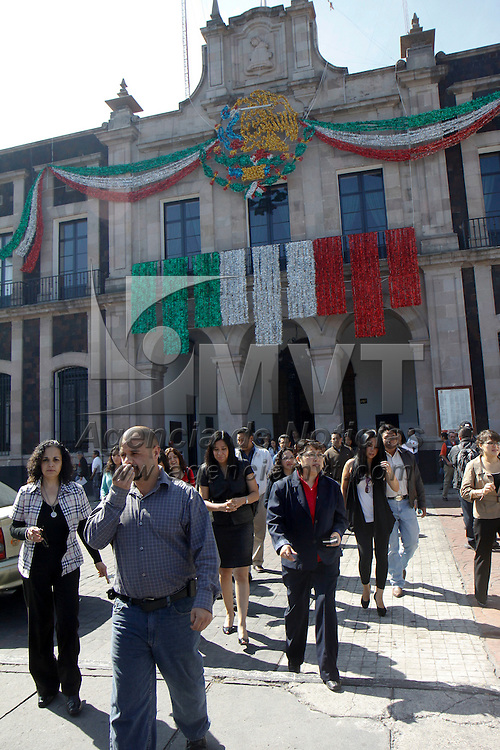 TOLUCA, México.- La Dirección de Protección Civil del municipio de Toluca realizo un simulacro en los edificios públicos del ayuntamiento, como parte de las medidas de seguridad que se establecen en este municipio,  como parte de la conmemoración del sismo ocurrido el 19 de septiembre de 1985. Agencia MVT / Crisanta Espinosa. (DIGITAL)