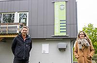 AMSTERDAM - Hockeyclub Westerpark. Voor veel hockeyjeugd betekende woensdag 29 april een bevrijding. Eindelijk mocht er voorzichtig weer gehockeyd worden, na een gedwongen stop vanwege het coronavirus. voorzitter Floris Harm en secretaris Danielle Faas,   COPYRIGHT KOEN SUYK