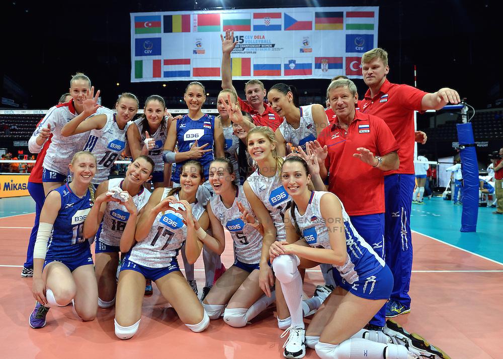 01-10-2015 NED: Volleyball European Championship Nederland - Polen, Apeldoorn<br /> Nederland wint de kwart finale met 3-1 en plaatst zich voor de final 4 / Teamfoto Rusland