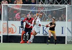 20-05-2007 HOCKEY: FINALE PLAY OFF: DEN BOSCH - AMSTERDAM: DEN BOSCH <br /> Den Bosch voor de tiende keer op rij kampioen van de Rabo Hoofdklasse Dames. In de beslissende finale versloegen zij Amsterdam met 2-0 / Eva Weijmar Schultz<br /> ©2007-WWW.FOTOHOOGENDOORN.NL