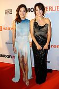 Premiere Smoorverliefd in het Circustheater, Scheveningen.<br /> <br /> Op de foto:  De cast   Anna Drijver en Susan Visser