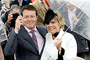 Koninginnedag 2010 . De Koninklijke familie in het zeeuwse Wemeldinge. / Queensday 2010. The Royal Family in Wemeldinge<br /> <br /> op de foto / on the photo : Prins Constantijn en prinses Laurentien