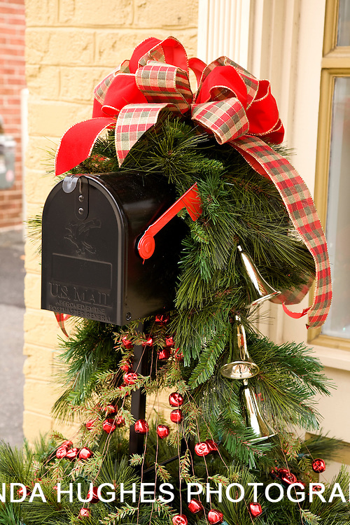 Christmas Decorated Mailbox
