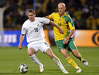 Fotball<br /> Sør Afrika v New Zealand<br /> Foto: DPPI/Digitalsport<br /> NORWAY ONLY<br /> <br /> FOOTBALL - CONFEDERATIONS NATIONS CUP 2009 - GROUP A - 1ST ROUND - SOUTH AFRICA v NEW ZEALAND - 17/06/2009<br /> <br /> CHRIS KILLEN (NZL) / MATTHEW BOOTH (RSA)