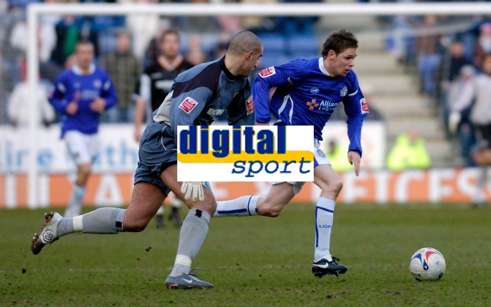 Photo: Leigh Quinnell.<br /> Leicester City v Hull FC. Coca Cola Championship. 04/03/2006. Leicesters Andy Welsh gets past Hull goalkeeper Boaz Myhill as he is way out of his goal.