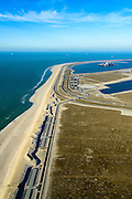 Nederland, Zuid-Holland, Rotterdam, 18-02-2015; Tweede Maasvlakte met de Prinses Alexiahaven (links) en Prinses Amaliahaven. In de voorgrond het nieuwe badstrand met parkeerterrein en duinovergangen <br /> Maasvlakte 2 (MV2), extension of the Port of Rotterdam, new harbors and constructing of container terminals. In the foreground the new bathing beach with parking and dune crossings.<br /> luchtfoto (toeslag op standard tarieven);<br /> aerial photo (additional fee required);<br /> copyright foto/photo Siebe Swart