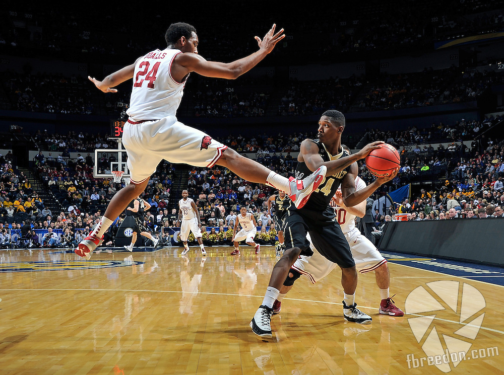 NASHVILLE, TN - MARCH 14:  Michael Qualls #24 of the Arkansas Razorbacks jumps to block a pass by Dai-Jon Parker #24 of the Vanderbilt Commodores during the second round of the SEC Men's Basketball Tournament at the Bridgestone Arena on March 14, 2013 in Nashville, Tennessee.  (Photo by Frederick Breedon/Getty Images)