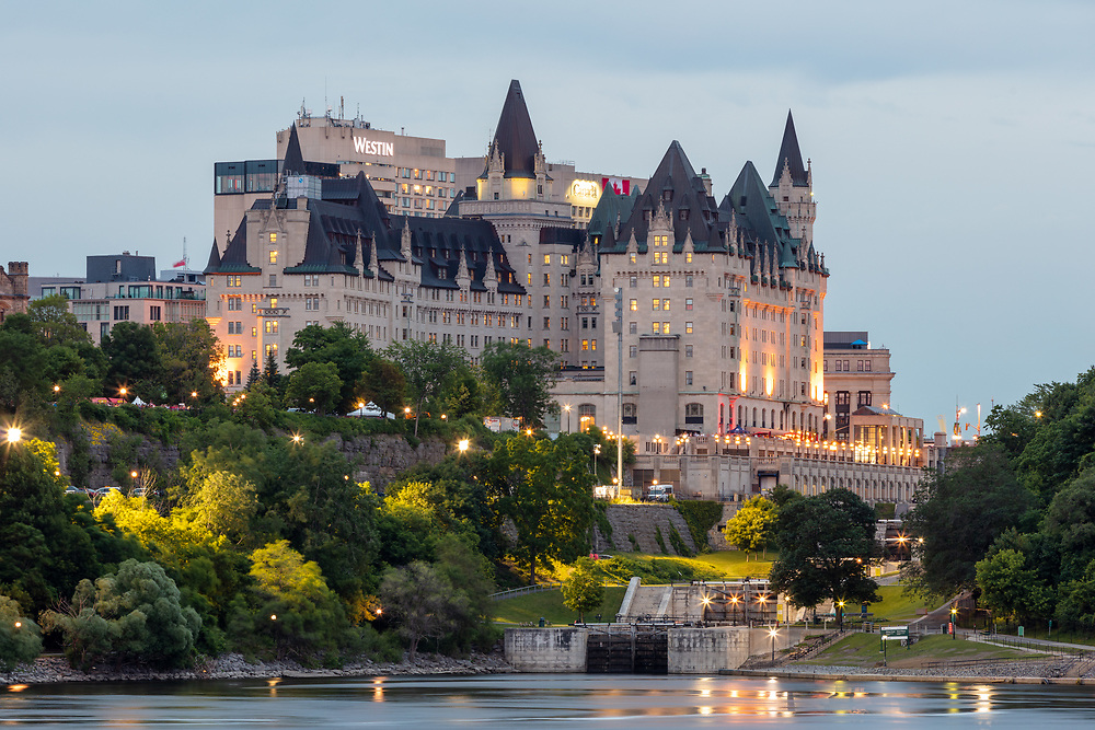 https://Duncan.co/hotels-and-rideau-canal-locks