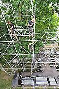 Nederland, Nijmegen, 11-7-2017 De voorbereidingen voor de komende vierdaagse en bijhorende zomerfeesten zijn in volle gang. Op vele locaties in de stad zoals de Waalkade en het Hunnerpark wodt gewerkt aan de podia en fietsenrekken in het centrum worden verwijderd.  Zaterdag gaan de zomerfeesten in de stad van start en vanaf dinsdag de lopers aan de 4daagse Foto: Flip Franssen
